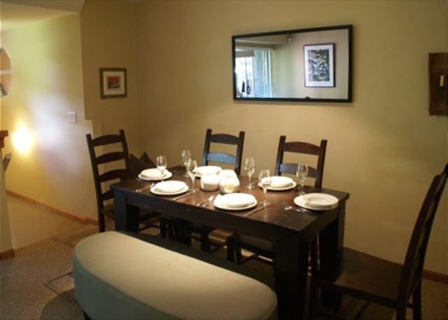 Dining area - Stoney Creek Sunpath 26 - Deluxe 3 bedroom, village location, private hot tub - Whistler - rentals