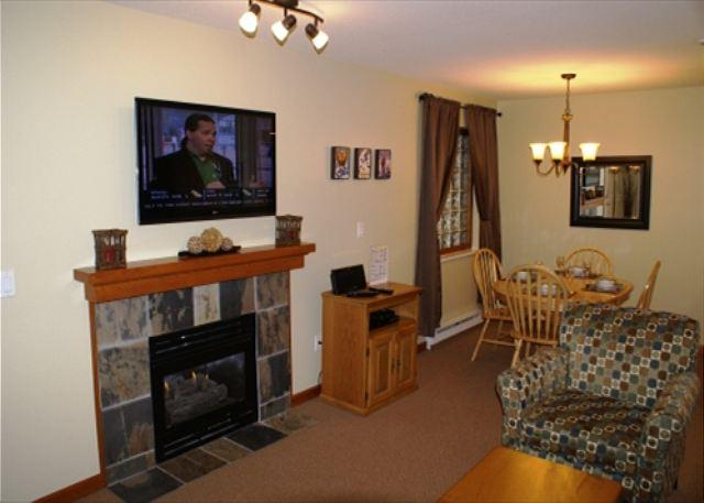 Living and Dining area - Stoney Creek Northstar 127 - 1 bedroom ground floor condo - Whistler - rentals