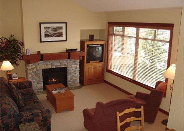 Living Room - Taluswood The Bluffs 3 - Spacious Creekside location with amazing views - Whistler - rentals