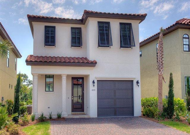 Beautifully Decorated Villa Lago Home Available Now!  Free Shuttle Service! - Image 1 - Sandestin - rentals