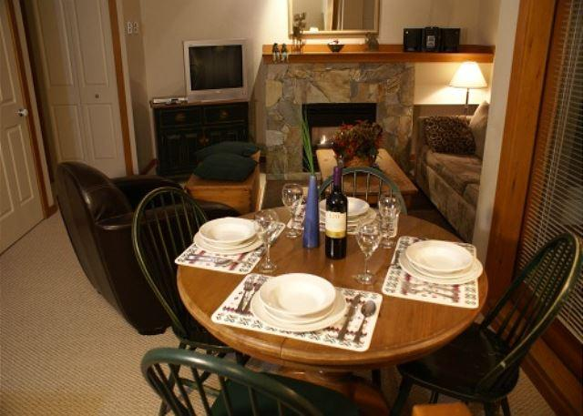 Dining area - Symphony 9 - Hot tub access & free wi fi on free shuttle route - Whistler - rentals