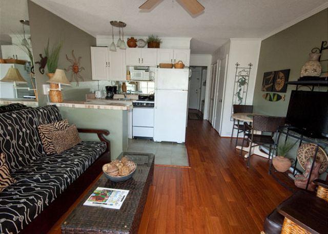 Seaside Villa #391 Living Area - Seaside Villa 391 - 1 Bedroom 1 Bathroom Oceanside Flat  Hilton Head, SC - Hilton Head - rentals