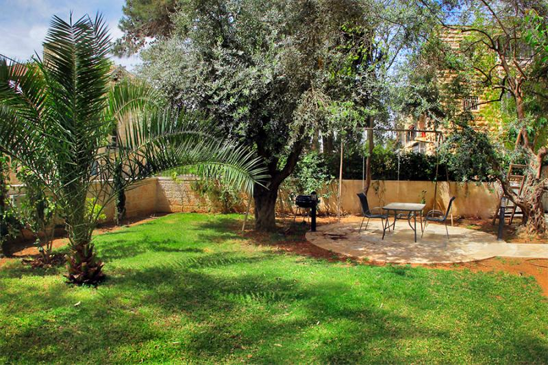 Pastoral, heavenly quiet gardens - LUXURY SISTER APTS ~ 1 & 2 BDR ~ WITH LARGE GARDEN - Jerusalem - rentals