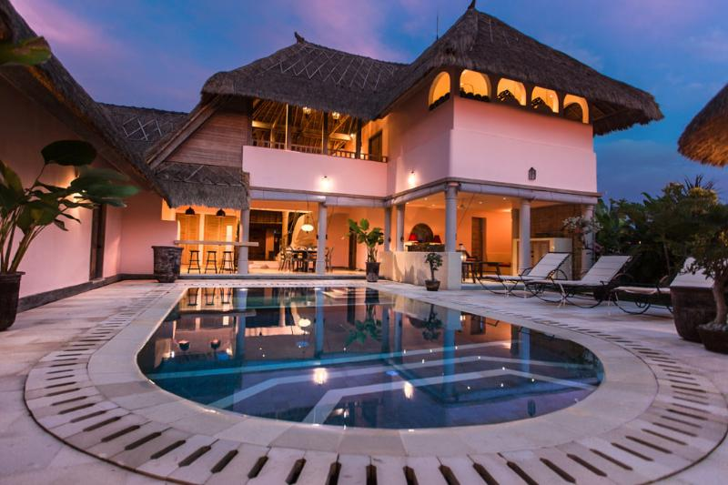 Beautiful private villas with pool, lush gardens and ocean views. - Hacienda Bali. Two, three and four bed villas. - Canggu - rentals