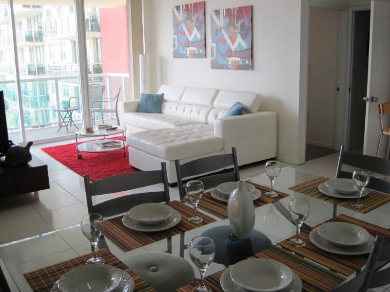 Modern Elegant Living Area and Dining Table for 6 - 2/2 Condo on Bay w/ STUNNING VIEW, GREAT AMENITIES - Sunny Isles Beach - rentals