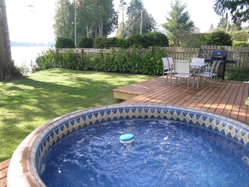 Hot tub on the deck - Seaside Cottage - Sooke - rentals