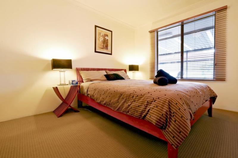 Master Bedroom - Kardinya Sunrise, FREMANTLE - Perth Western Australia - City of Melville - rentals