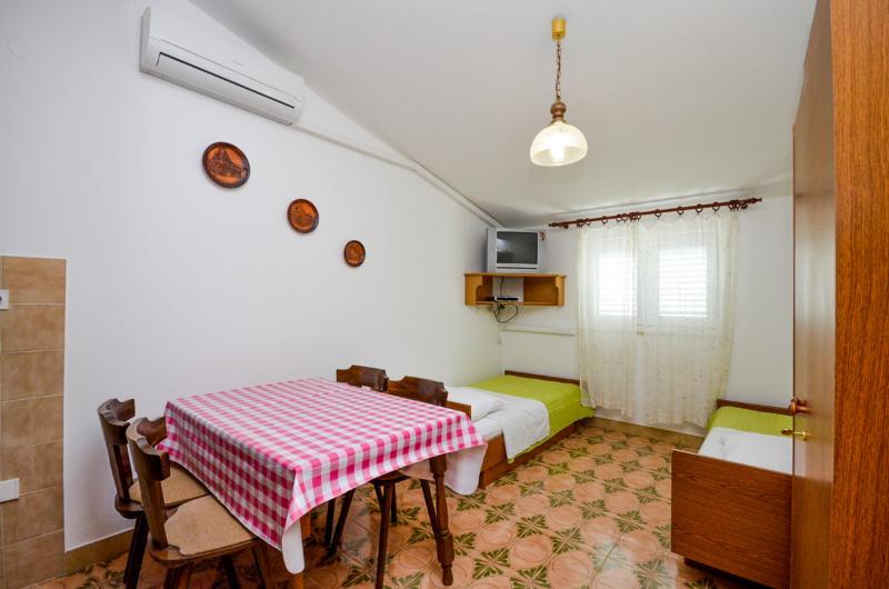 Apartments Edi - 10691-A1 - Image 1 - Prvic Luka - rentals