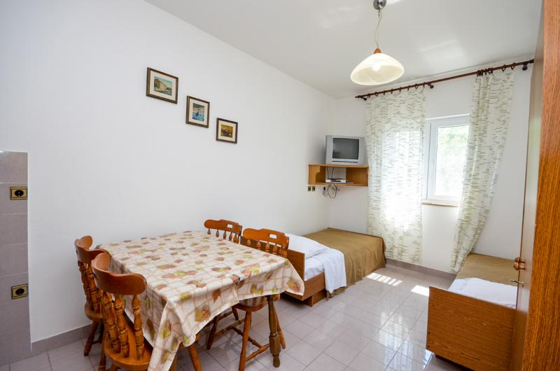 Apartments Edi - 10691-A4 - Image 1 - Prvic Luka - rentals