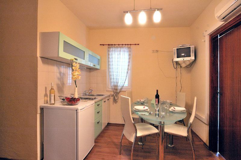 Apartments Stipe - 20271-A1 - Image 1 - Brodarica - rentals