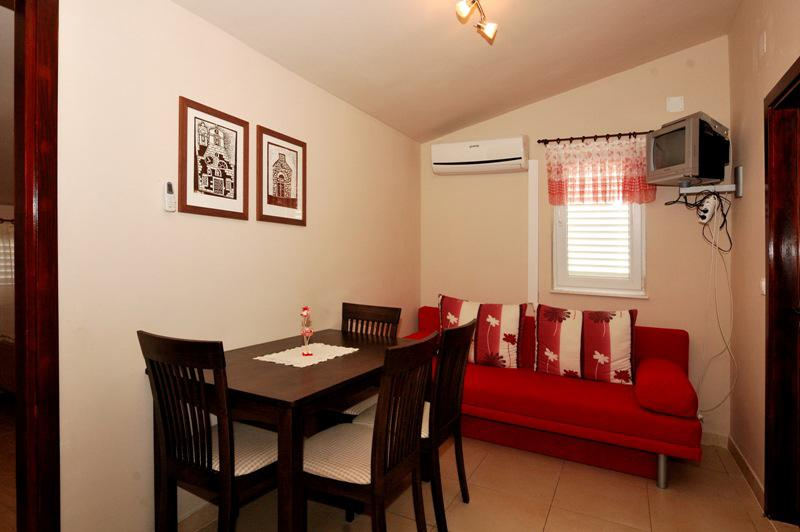 Apartments Stipe - 20271-A8 - Image 1 - Brodarica - rentals