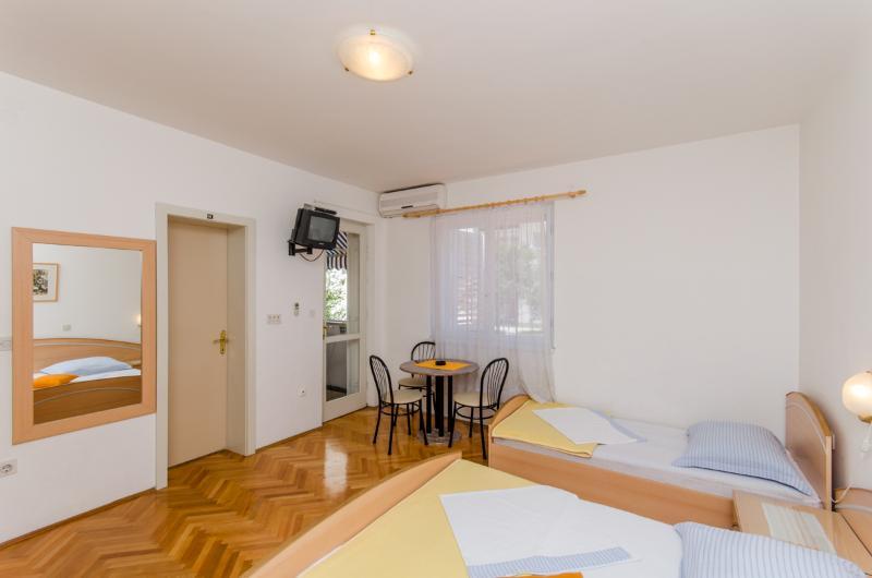 Apartments Mirko - 36201-A1 - Image 1 - Makarska - rentals