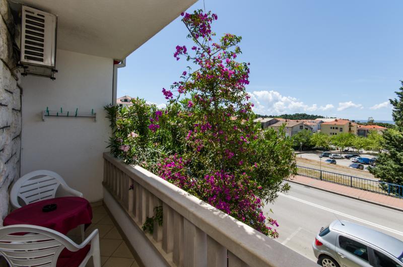 Apartments Mirko - 36201-A4 - Image 1 - Makarska - rentals