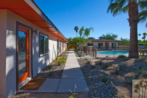 outside - LUXURY PALM SPRINGS VILLAS !  Close to downtown - Palm Springs - rentals
