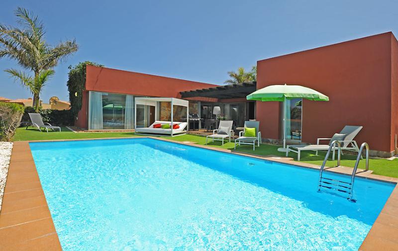 Holiday villa with 3 bedrooms and big pool - Image 1 - Maspalomas - rentals