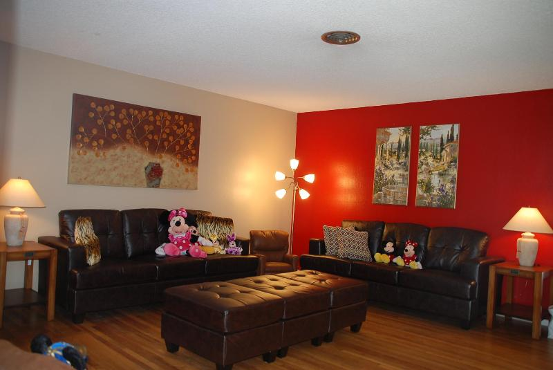 Living Room - Newly remodeled House close to Disneyland... - Anaheim - rentals