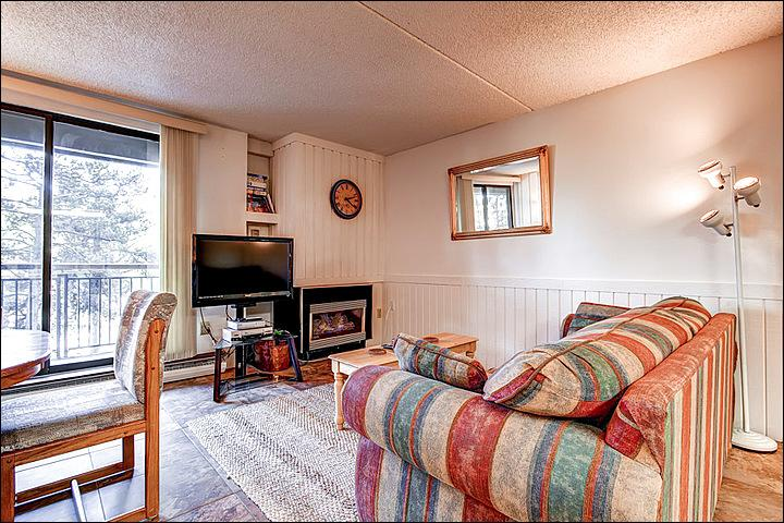 Flat Screen TV and Fireplace in the Living Room - Cute & Cozy  Condo - Walk to Main Street (1744) - Breckenridge - rentals
