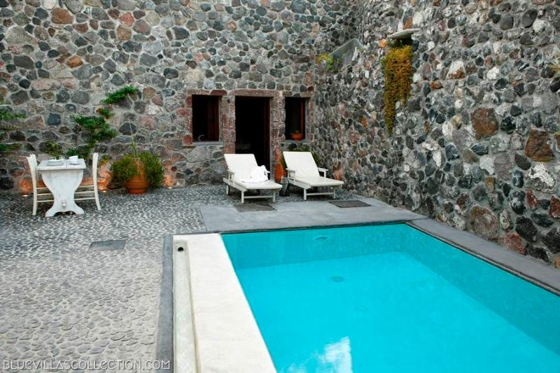 Stone House - Tiny treasure for two in Santorini - Image 1 - Santorini - rentals