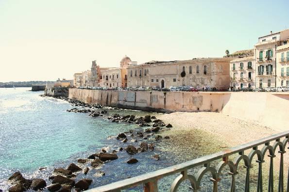 Elegante Loft sul mare d'Ortigia - Image 1 - Syracuse - rentals