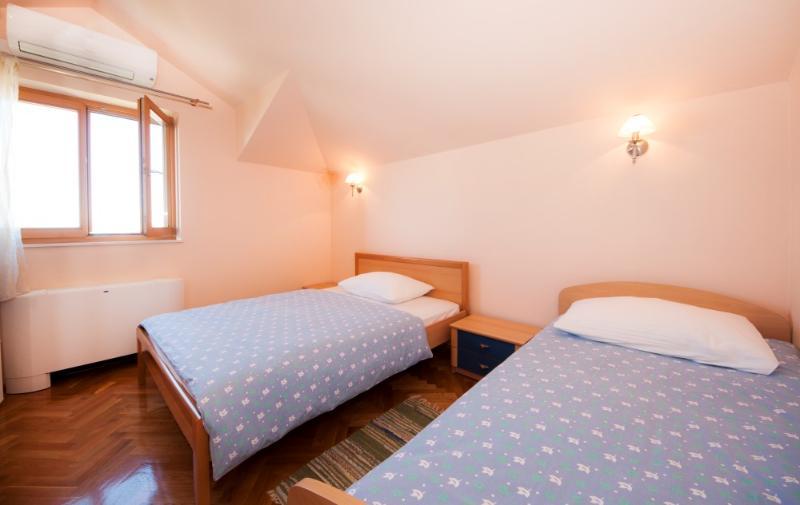 Apartments and Room Marija - 31261-S1 - Image 1 - Split - rentals