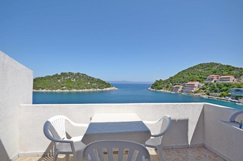 Apartments and Rooms Barbara - 53781-A3 - Image 1 - Zaklopatica - rentals