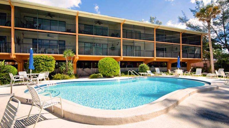 Pool and Gulf View - Sunset Beach: 2BR Family-Friendly Condo near Beach - Holmes Beach - rentals