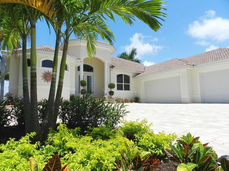 Front Elevation with Circular Driveway and 3 Car Garage - Villa Sea Star - Luxury Sailboat Access Home by Yacht Club - Cape Coral - rentals