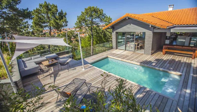 Elegant 5 BR Villa w/ Heated Pool Steps from Beach - Image 1 - Biarritz - rentals