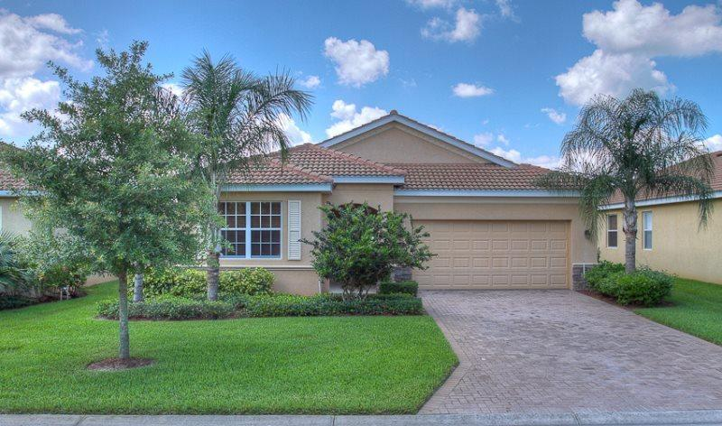 Front of House - (RS24) 3 Bedroom Pool & Spa Home On Private Lake - Bradenton - rentals