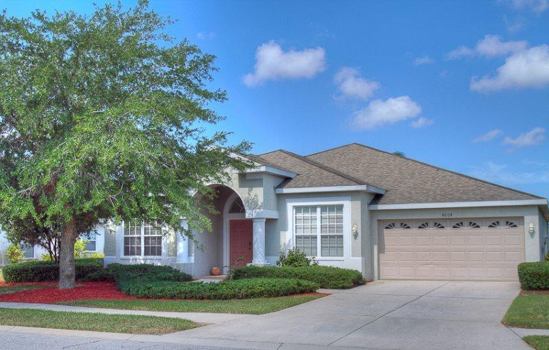 Front of House - (SH11) 4 Bedroom Pool & Spa Home with Gorgeous View of Lake - Bradenton - rentals