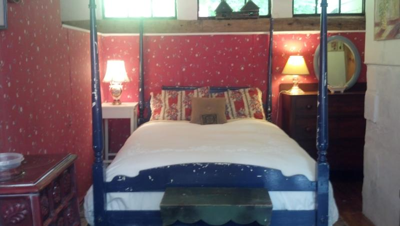 there are garden views from your four poster double bed. everything is quietly floral. - ground floor garden room - Lee - rentals