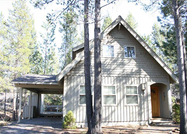 Pet Friendly, Hot Tub, Free Ski Shuttle, 6 Unlimited SHARC Passes - Image 1 - Sunriver - rentals