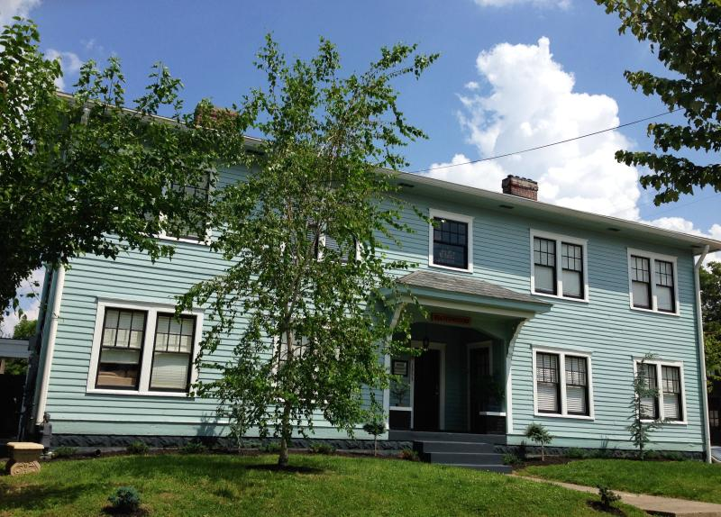 Suite 3 In Victorian Community Washer/dryer 3 beds - Image 1 - Louisville - rentals