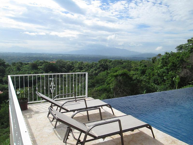 Pacific Range on right, Irazu volcano on far left - Gorgeous New Home with Spectacular Views of Entire - Atenas - rentals