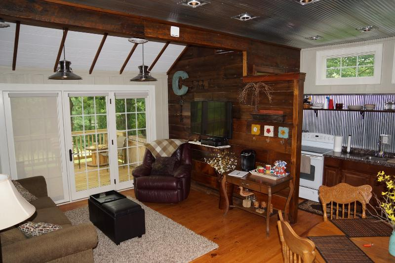 The Corn Crib Bed and Breakfast - Image 1 - Indianola - rentals