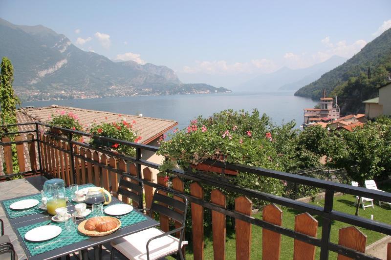 Breakfast with lake view :o) - Villa Miriam, your home near Bellagio! - Lezzeno - rentals