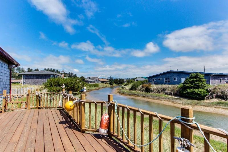3BR home w/river access; deck;shared pool & fitness center - Image 1 - Waldport - rentals