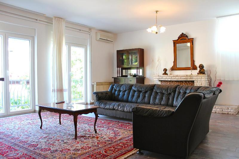 Vintage Apartment near Beach and City Center - Image 1 - Pula - rentals