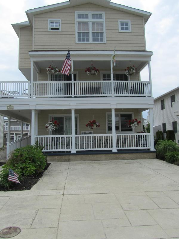 Front of House - Beautiful Brigantine Beach Block  Condo - Brigantine - rentals