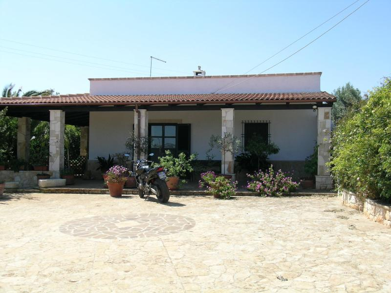 Cottage with nice private swimming pool in Ostuni area - Image 1 - Ostuni - rentals