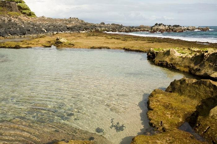Mama's Beach is perfect for playing in the tide pools - Charming, comfortable Beach House  #stpht2013/0019 - Paia - rentals