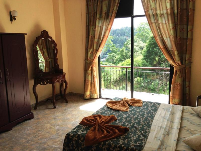 Master Bedroom - 4-bed Apartment Kandy with views 1.5km from town! - Kandy - rentals