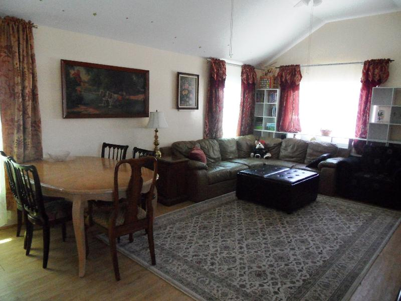 Living Room, Dining Table - 1BD Vacation house near beach  (830) - Staten Island - rentals