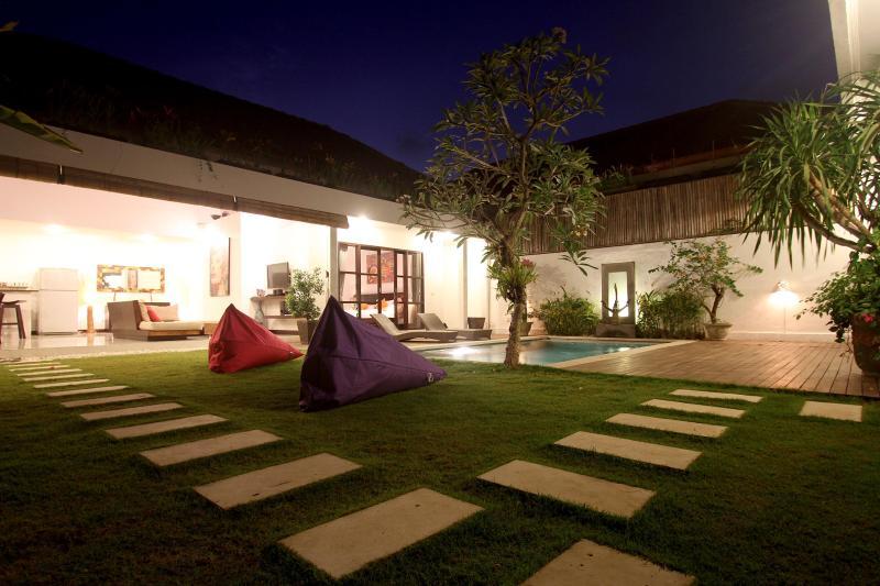 Villa Art-Gecko Seminyak-Batubelig - Image 1 - Canggu - rentals