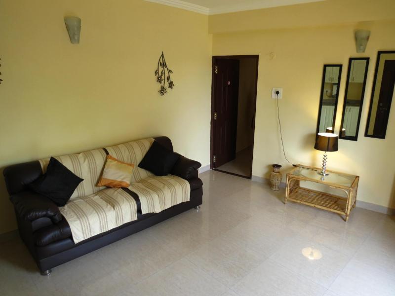 Living Room - 01) Private 1 Bed Apartment, Nazri Resort, Baga - Baga - rentals