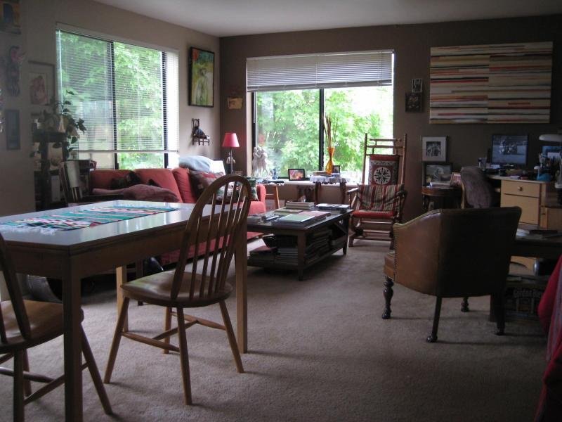Living Room - Maple Leaf Seattle One Bedroom, Private Bath - Seattle - rentals