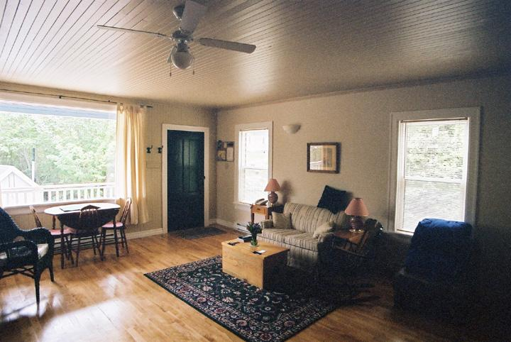 Icicle main room - Icicle - Hubbards - rentals