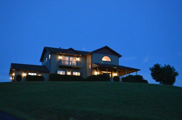 A Glowing View Location: Boone / Valle Crucis - Image 1 - Boone - rentals