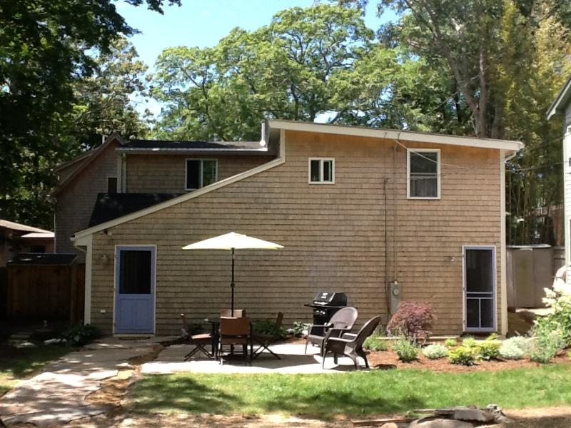 Exterior of House - HODGO - ADORABLE, NEWLY-RENOVATED COTTAGE, WALK TO TOWN, A/C - Oak Bluffs - rentals