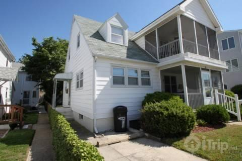 Upper Floor Apartment with Porch Sleeping 8 - Ocean Block, Ocean View Second Floor Apartment with Screened in Porch Sleeping 8 in 3 Bedrooms - Rehoboth Beach - rentals